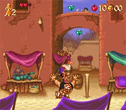 Aladdin saute sur un ennemi pour l'éliminer dans le jeu Super Nintendo