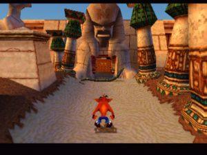 Crash Bandicoot dans un niveau de l'égypte ancienne dans Warped