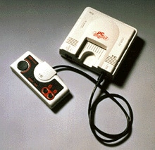 La console PC Engine de NEC et sa manette