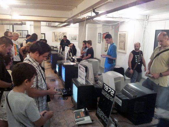 Bornes de jeux et consoles au festival Replay à Nice
