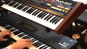synthétiseur korg M1 du compositeur Jonathan Dunn