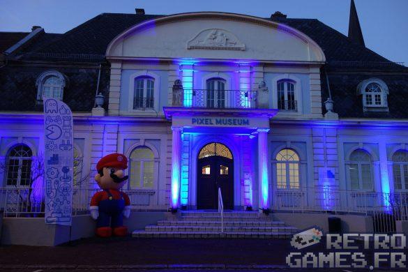 la façade illuminée du musee du jeu vidéo de schiltigheim le pixel museum
