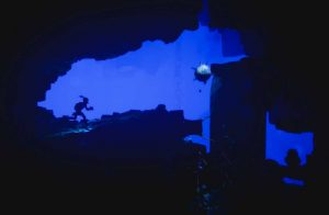 un niveau à contre-jour dans le jeu Oddworld Soulstorm sur epic game store